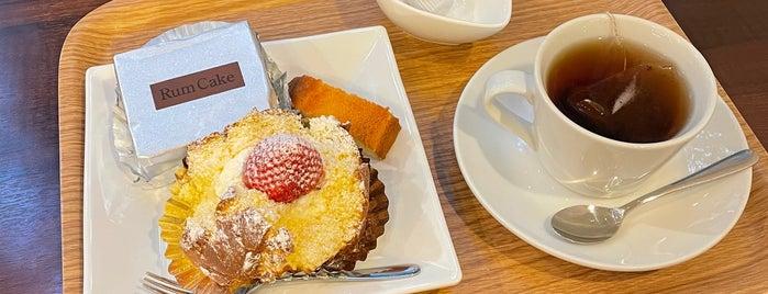 Mama's Selection Motomachi Cake is one of Kobe.