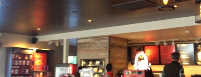 Starbucks is one of Lugares favoritos de Ian.
