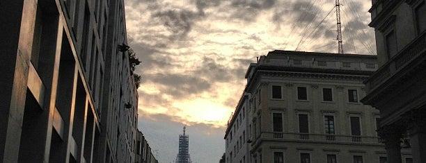 Corso Vittorio Emanuele II is one of Alejandro 님이 좋아한 장소.