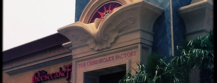 The Cheesecake Factory is one of Chay : понравившиеся места.