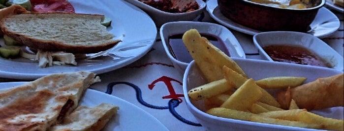 Tirilye Yelken Kulübü Kafe is one of Gözde'nin Beğendiği Mekanlar.