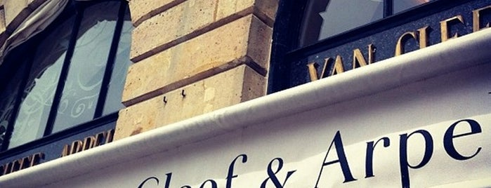 Van Cleef & Arpels is one of Locais curtidos por Montréal.