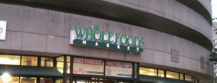 Whole Foods Market is one of Tempat yang Disimpan Marcelo.