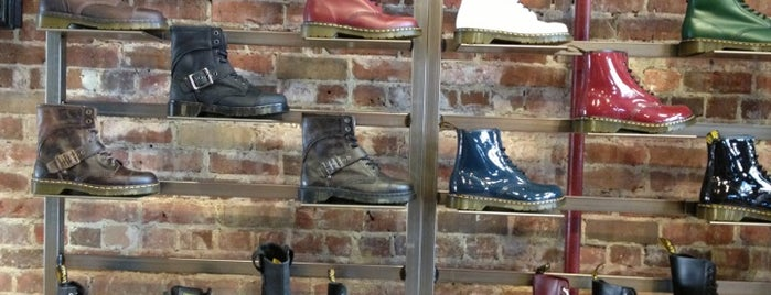 Doc Martens is one of Lugares favoritos de Irvianne.