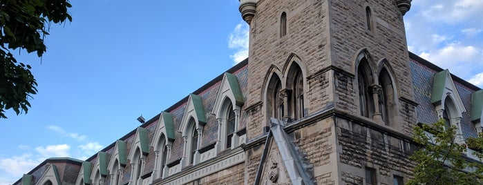 McGill University Centre (Shatner) is one of Posti salvati di Julye.