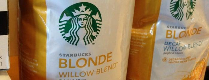 Starbucks is one of Locais curtidos por Alejandra.