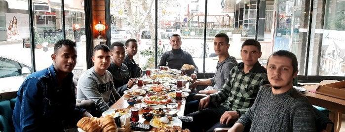 Karatay Cafe Tarihi Nargile Atölyesi is one of Orte, die Mehmet Ali gefallen.