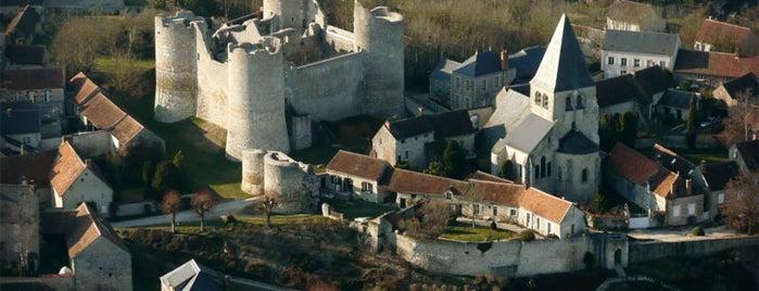 Yèvre-le-Châtel is one of Les plus beaux villages de France.