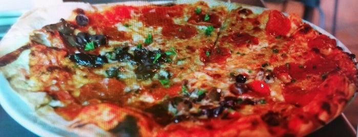 Sauce Pizza & Wine is one of Lugares favoritos de David.