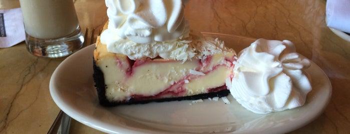 The Cheesecake Factory is one of Locais curtidos por Seyhan.