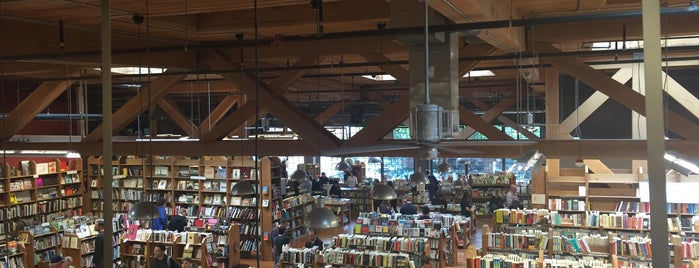 Elliott Bay Book Company is one of Lieux qui ont plu à Bruna.