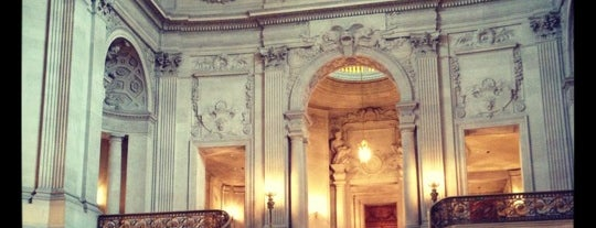 San Francisco City Hall is one of Museums & Libraries.