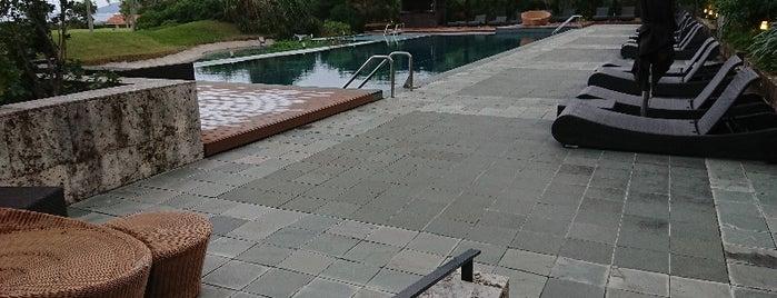 Outdoor Pool is one of สถานที่ที่ Sada ถูกใจ.