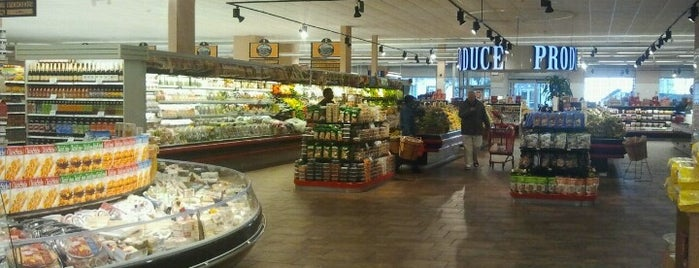 Morton Williams Supermarkets is one of Stephanie: сохраненные места.