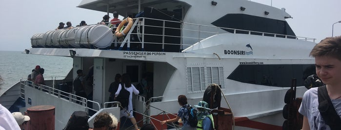 Boonsiri High Speed Catamaran is one of Orte, die Georg gefallen.