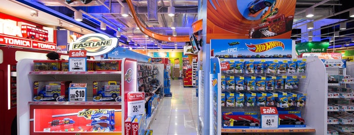 "Toys""R""Us is one of シンガポール/Singapore."