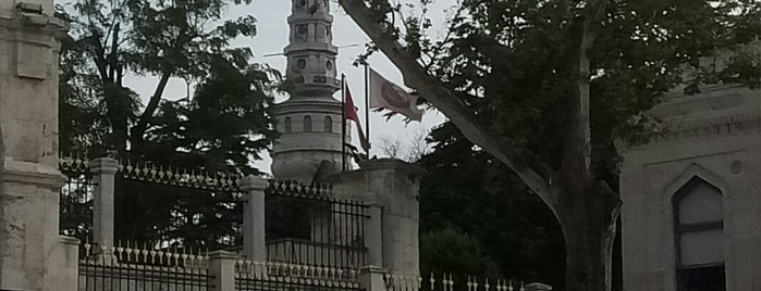 İstanbul Üniversitesi Beyazıt Yangın Kulesi is one of Orte, die 🇹🇷B@yr@M🇹🇷 gefallen.