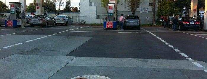 Costco Gasoline is one of Lugares favoritos de Lauren.