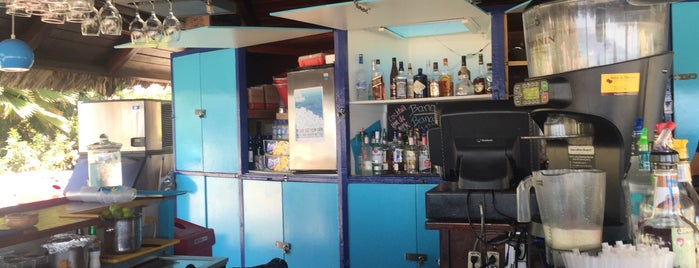Coconut Crash Beach Bar is one of Lugares favoritos de Johan.