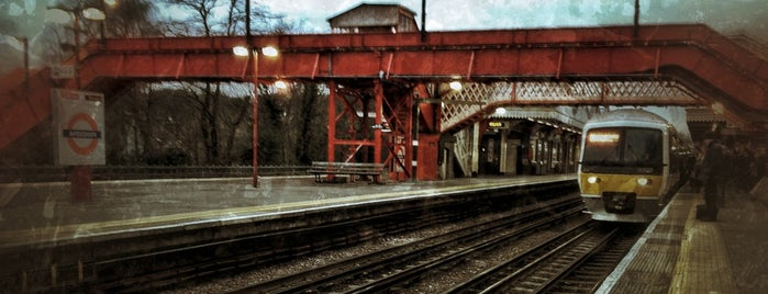 Amersham London Underground Station is one of Posti che sono piaciuti a Carl.