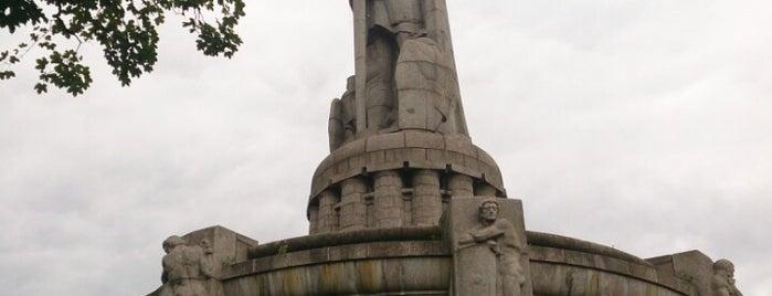 Bismarck-Denkmal is one of Locais curtidos por Itco.
