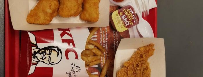 KFC is one of Locais curtidos por Ian.