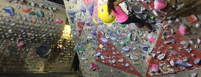 Gimnasio El Muro is one of Climbing.