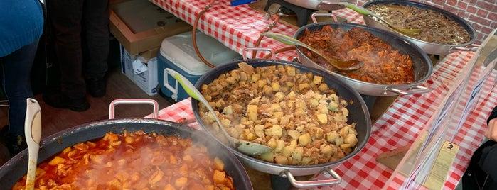 Street Food Market is one of Orte, die Claudia gefallen.
