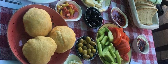 Çiçekli Avlu Cafe is one of สถานที่ที่ İsmail ถูกใจ.