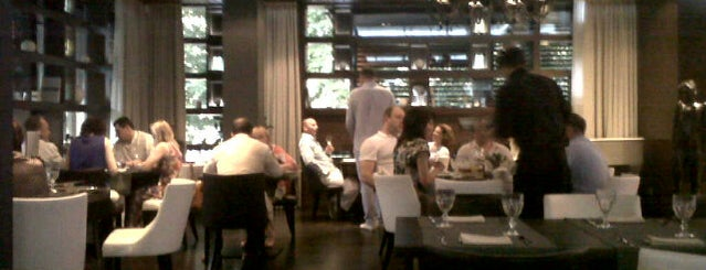 Ресторан «18.12» is one of Locais salvos de Julia.