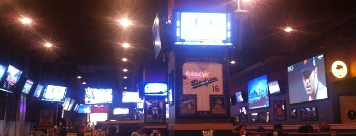 Buffalo Wild Wings is one of Stephanie 님이 좋아한 장소.