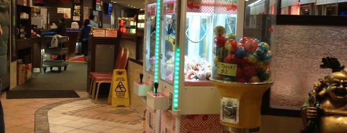 Richmond Court Restaurant 南園餐廳 is one of Tempat yang Disukai Chyrell.