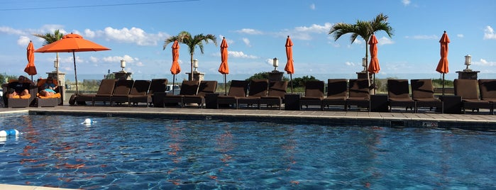 Cape May Ocean Club Hotel is one of Locais salvos de Lizzie.