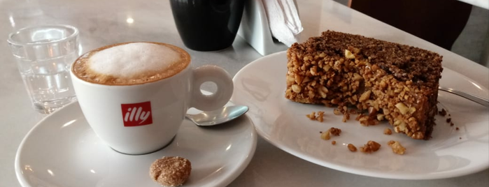 Le Petit Café is one of Charles'in Beğendiği Mekanlar.