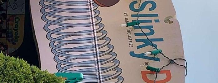 Slinky Dog Dash is one of Lieux qui ont plu à Michael.