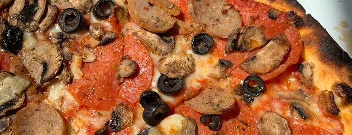 Versalia Pizza is one of Mikeさんのお気に入りスポット.