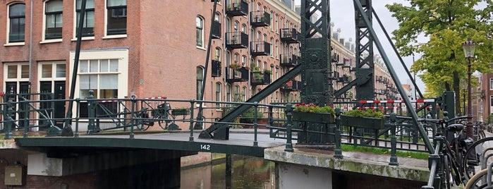 Ouwe Fransenbrug (Brug 142) is one of Amsterdam.
