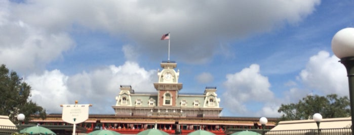 Magic Kingdom® Park is one of Tempat yang Disukai Roman.