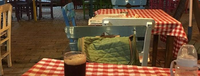 Çınarlı kahve is one of Locais curtidos por 🙋🏻Aydan.