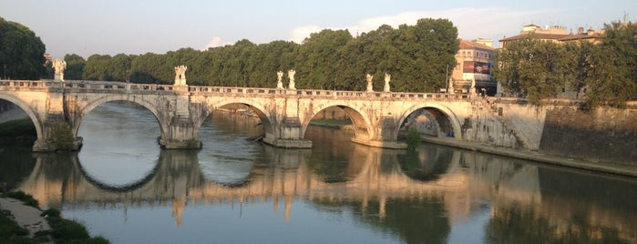 Ponte Vittorio Emanuele II is one of Lieux qui ont plu à Jan.