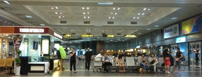 Domestic Terminal is one of Locais curtidos por Masahiro.