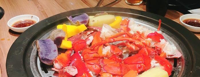 Village Crab & Sea is one of สถานที่ที่บันทึกไว้ของ Jefrey.