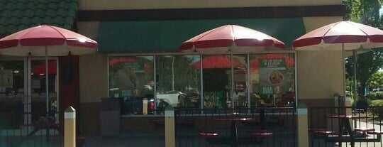Del Taco is one of สถานที่ที่ J ถูกใจ.