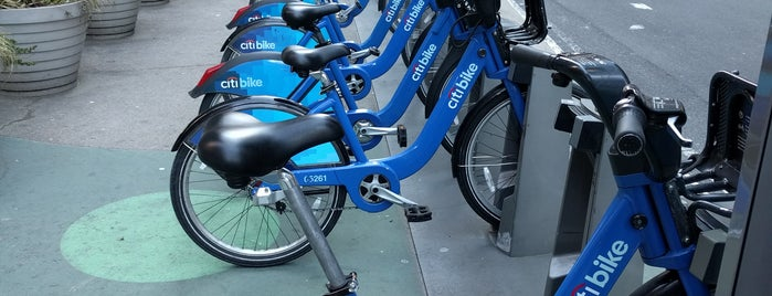 Citi Bike Station is one of Lugares favoritos de Michael.