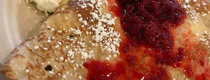 Coco Crepes, Waffles & Coffee is one of Vasha 님이 좋아한 장소.