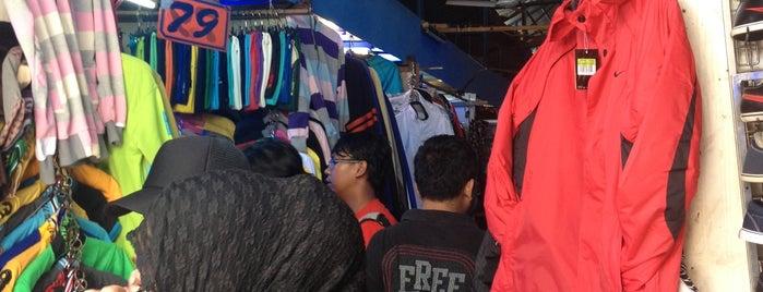 Pasar Ular Plumpang is one of Jakarta.
