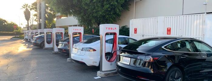 Tesla Supercharger is one of Lieux qui ont plu à Ailie.