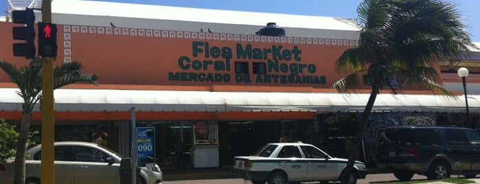 Coral Negro Flea Market is one of Cancún.