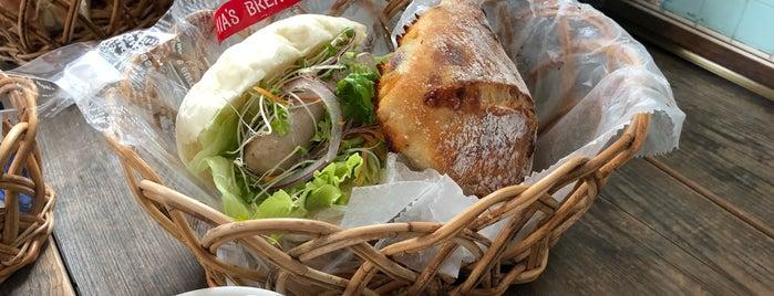 Mia's Bread 本店 is one of Posti che sono piaciuti a Shinsuke.