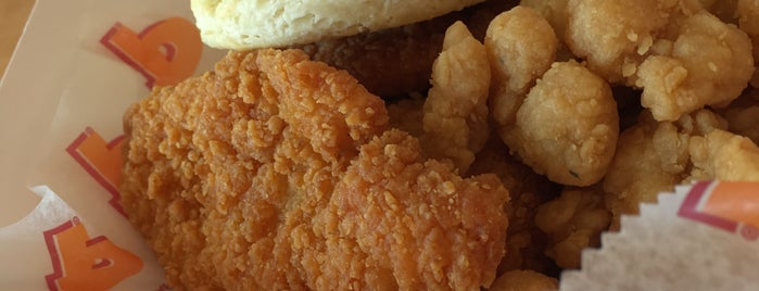 Popeyes Louisiana Kitchen is one of Lieux qui ont plu à Lynn.
